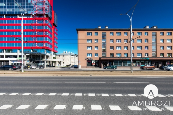 Walking distance to the Old Town! On the third floor of a renovated building, 2 bedroom apartment, Pärnu mnt. 107