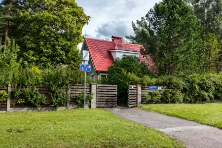 A rare combination! A private place in the city center. Cozy house within walking distance of the shopping center and Lake Ulemiste, Järveva