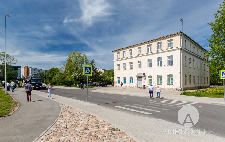 FAVORABLE INVESTMENT! COMMERCIAL BUILDING AT THE BUS AND RAILWAY STATION IN THE CITY OF NARVA, VAKSALI 19